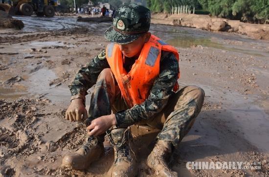 灾难面前,谁是最可爱的人   中国日报网7月24日电 近日,全国各地极端